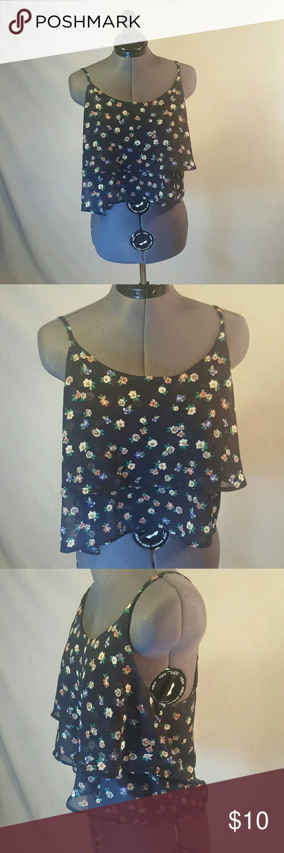 Papaya Floral Sheer Crop Top Papaya Floral Sheer Crop Top. Navy Blue Background. Made of that sheer material you can see through, so needs to be worn with Bralette. 100% Polyester. size L (juniors) Papaya Tops Crop Tops