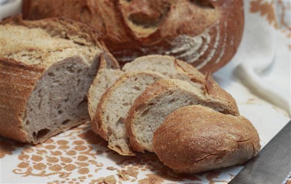 Taglio del pane dopo il rinvenimento