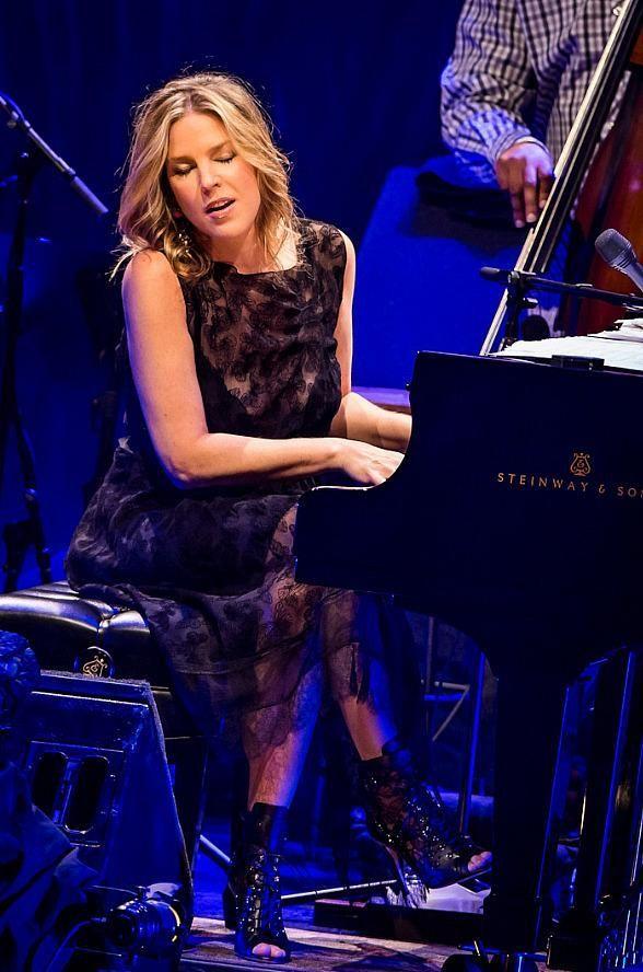 Diana Krall - The beautiful sexy voice jazz pianist.