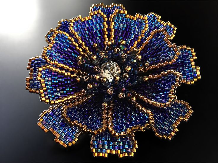 Blue twinkle cosmos beads corsage