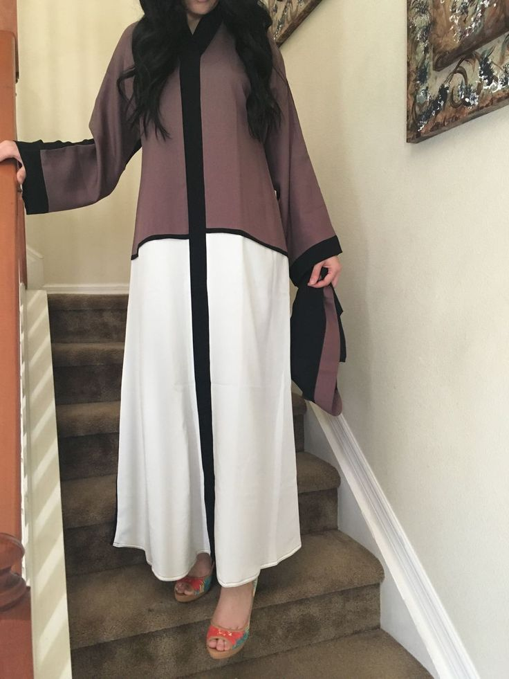 Everyday Dubai abaya via Majdoolina. Click on the image to see more!