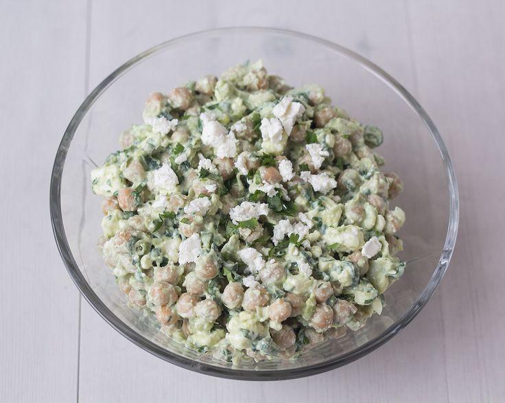 Salat med kikærter, avokado og feta (1)
