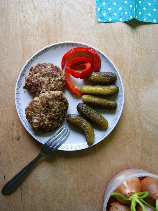 Kotlety mielone z brokułem i suszonymi pomidorami, bez glutenu