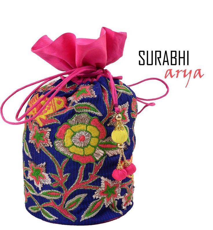 #fabricpotlis #bags #giveaways #mehendi #carryinstyle #creativemotifs #birdsbysurabhiarya #surabhiarya #gurgaon #delhi #indianwear #potlibags