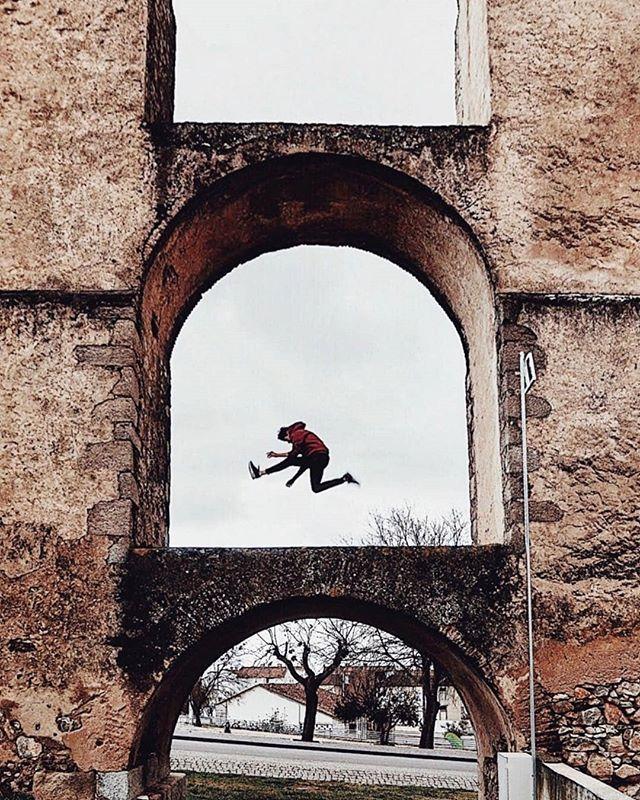 PT: A voar de forma radical por cima do Aqueduto da Amoreira #Elvas. Gostariam de voar? . EN: Extreme flying over Amoreira Aqueduct Elvas #Portugal. Would you like to fly? .  Regrann from @lusorian -  Up&up  : @diegolezama