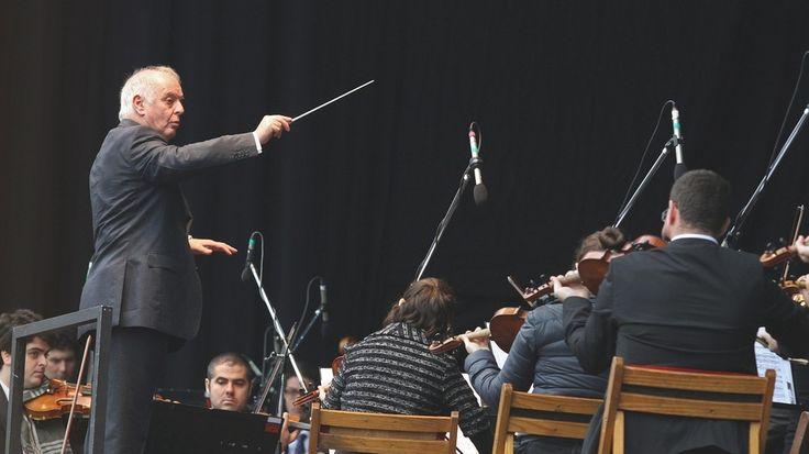 Daniel Barenboim und das West-Eastern Divan Orchestra: Drei Mozart-Sinfonien zum Tag der Menschenrechte | Livestream | BR-KLASSIK | Bayerischer Rundfunk