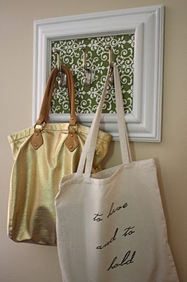 make with a long frame and like five hooks.: Pur Hangers, Bathroom Hooks, Frames Hooks, Gifts Ideas, Diy Canvas, Welcome Bags, Pictures Frames, Diy Hooks, Hooks Ideas