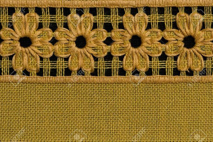 Flores a mano, detalle mantel de crochet.