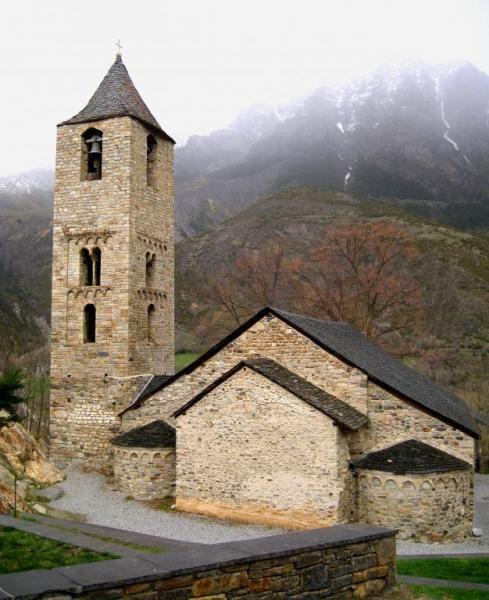 Sant Joan de Boí. Provincia de Lleida. Los Pirineos.  Éste probablemente sea el edificio románico más antiguo del Valle de Boí, edificado en el S. XI.   El Valle de Boí se encuentra en los límites del Parque Nacional de Aigüestortes.