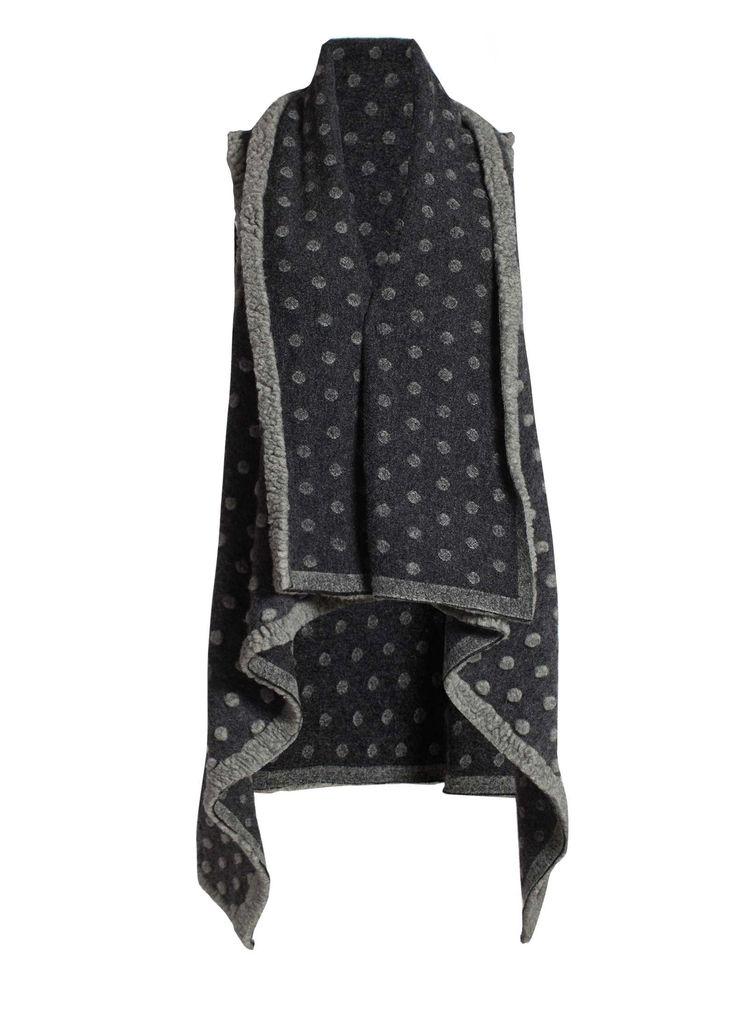 Mooi, dat grijs, voor het asymmetrische vest van Doris Chan!