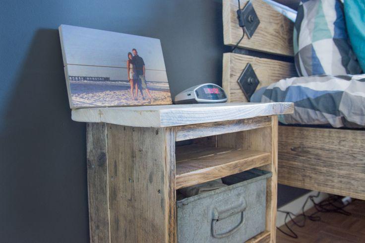 Homemade DIY Steigerhouten nachtkastje met metalen bak en homemade industrieel bed / Homemade DIY wooden bed and night stands with industrial details