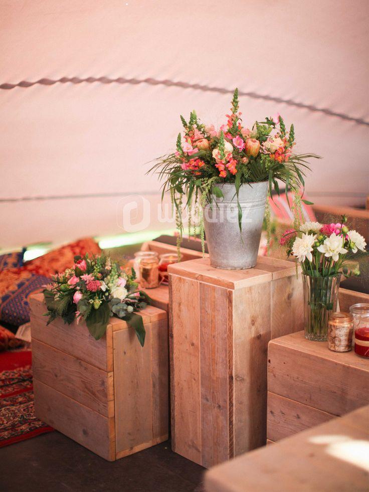 WOODIEZ   De bruiloft van je dromen! Door het sfeervolle karakter geven steigerhouten meubels een extra romantische touch aan jouw bruiloft.  #bruiloftinspiratie #trouwen #steigerhout