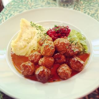 Meatballs with cream sauce | 52 Delicious Swedish Meals You Need To Try Before You Die