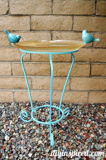 How to Make a Birdbath http://www.diyinspired.com/how-to-make-a-birdbath/