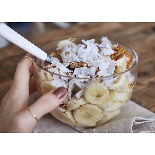 """banana brekkie with cinnamon, coconut sugar&flakes. it is so simple and I got totally addicted to it nowadays // muz-tarçın-hindistan cevizi kurusu.…"""