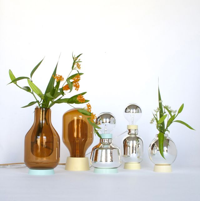 http://www.archipanic.com/dewar-glassware-by-david-derksen/  DEWAR GLASSWARE BY DAVID DERSKEN  With the Flask Vase, Flask Light and Dewar Light, young Dutch designer David Derksen payed omage to the work of XIX century phisician James Dewar who was in search of the absolute zero temperature point.