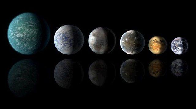 """Photo de famille des exoplanètes qui ont successivement prétendu au titre de """"Terre 2.0"""". De gauche à droite: Kepler 22b, Kepler-69c, Kepler-452b, Kepler-62f et Kepler-186f, à peine plus grosse que la planète bleue.  NASA/Ames/JPL-Caltech"""