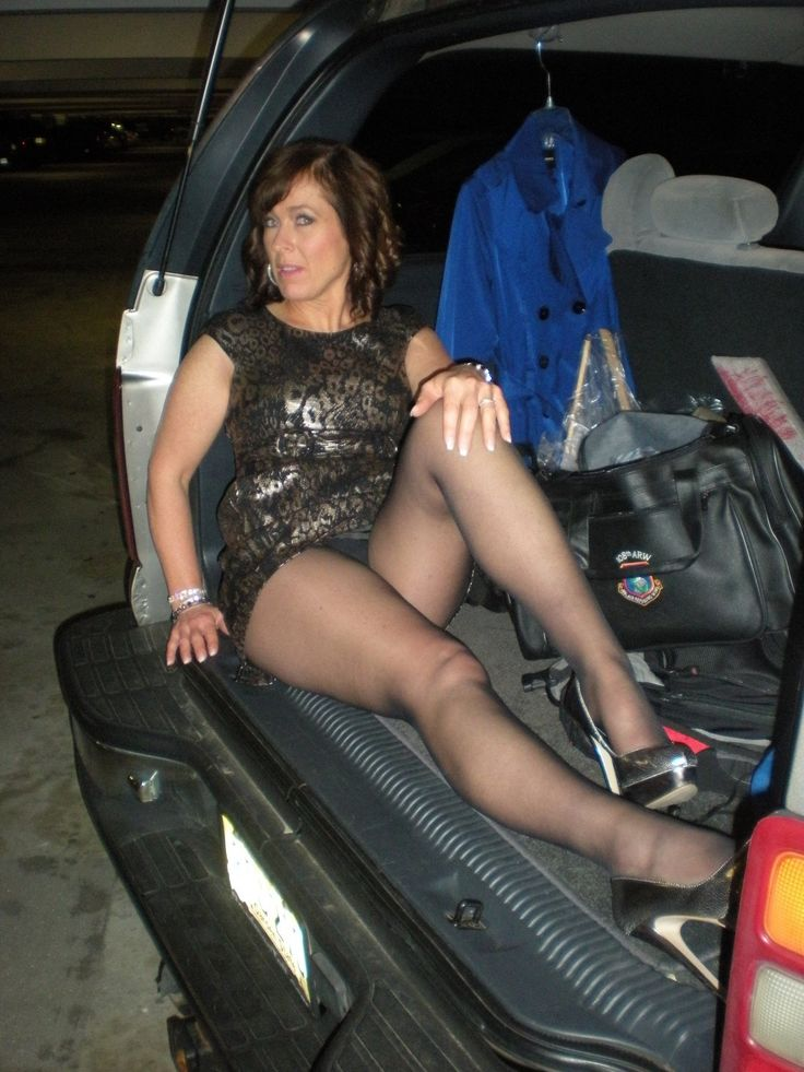 pics moto posing mature
