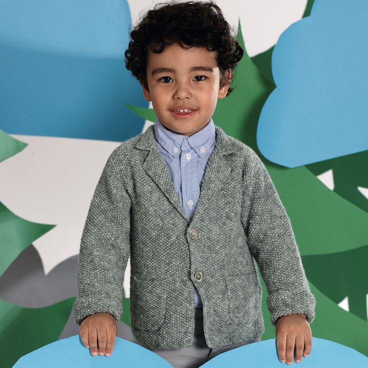 Стильний жакет з кишеньками і відкладним комірцем для маленького джентльмена.