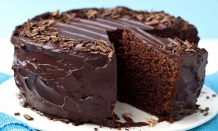 Prăjitură de ciocolată super-umedă - Retete-Usoare.eu