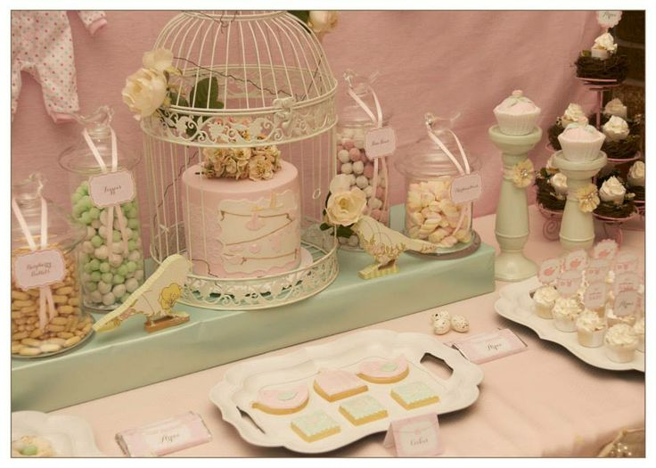 Creative way to display the cake in a birdcage.