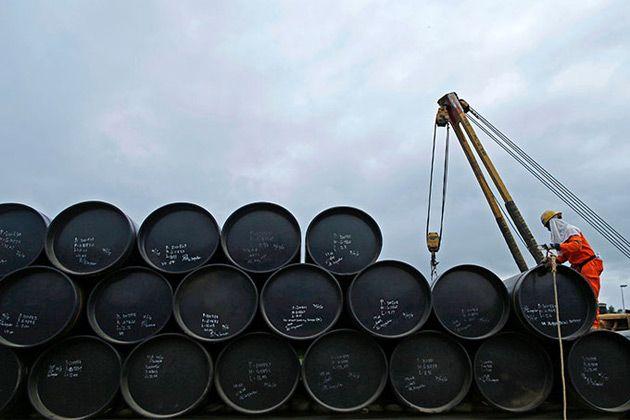 Arabia Saudita, el mayor productor de petróleo del mundo, solicitó a la Organización de Países Exportadores de Petróleo (Opep) que los miembros del grupo ajusten su producción conjunta de crudo a un promedio de 32,5 millones de barriles diarios, con la finalidad de promover la estabilización del mercado petrolero.</p>
