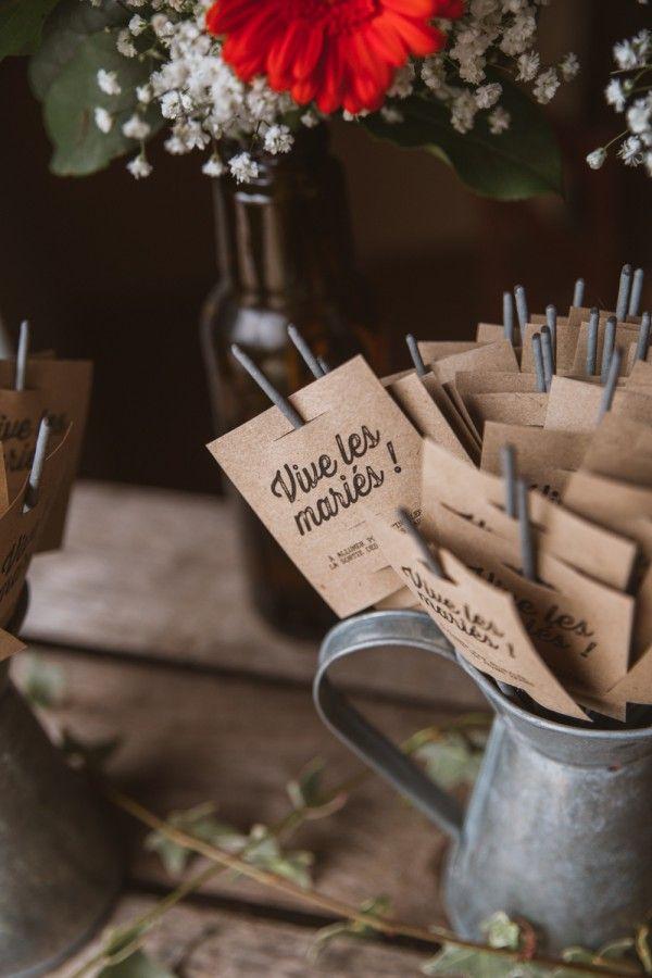 Des feux de bengale pour féliciter les mariés !