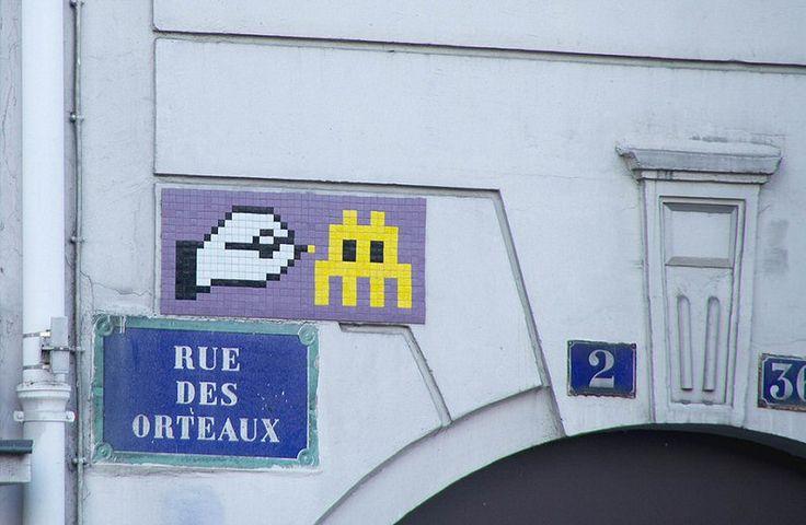 Un Space Invader, rue des Orteaux (Paris 20ème)