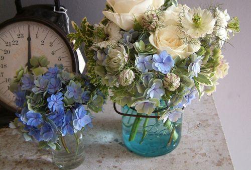 .Mason Jars Flower, Floral Design, Flower Arrangements, Blue White, Flower Ideas, Colors Class, Autumn Colors, Green Flower, Sarah Ryhanen