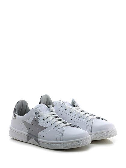 Stella Rittwagen - Sneakers - Donna - Sneaker in pelle e pelle laminata con suola in gomma. Tacco 25. - BIANCO\SILVER - € 119.00