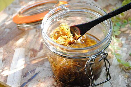 脇役的なちりめんじゃこを美味しい万能だれにしてみました。  サラダのドレッシング、卵焼き、お豆腐、そうめん、チャーハンに!!  のせたり混ぜたり、とっても便利です。