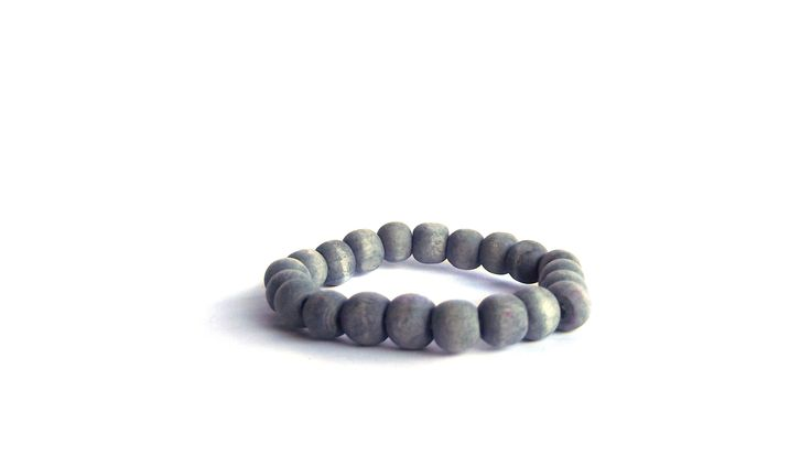 Washed grey wooden beads elastic.   To find prices visit website.