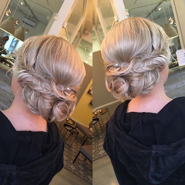 Vuosijuhlakampaus   Color by me as well  #hairdo #hairdesignfactory #easyjazzyhip #elyciaturku #turku #hairbyelisa #hair #bun #updo #braidedupdo #modernsalon #behindthechair