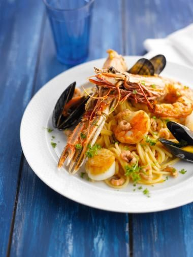 Spaghetti met zeevruchten http://njam.tv/recepten/spaghetti-met-zeevruchten