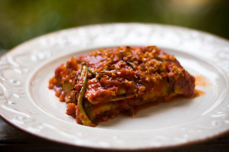 Zucchine al forno con salsa di pomodoro e tofu