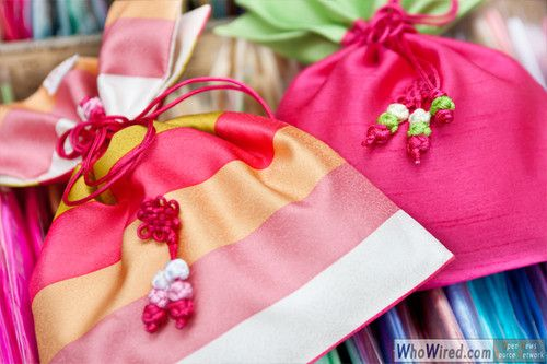 """Korean Traditional Lucky Bag : This kind of Korean traditional lucky bags are called """"Bokjumeoni"""" (Bok meaning luck and jumeoni means pocket) and mostly popular are small sized colorful silk ones among other things.      A lucky bag was originally made as a substitute for pockets, because there was no pocket in Hanbok, Korean traditional clothes.     whowired"""