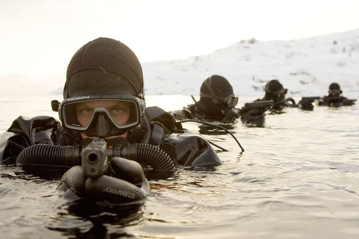 UIM The elite Dutch special forces unit known as the UIM (Unit Interventie Mariniers) training in frigid waters. Note their Glock pistols. ...