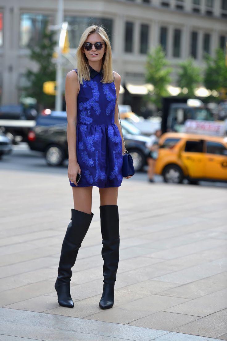 синее платье с серыми сапогами фото неживой