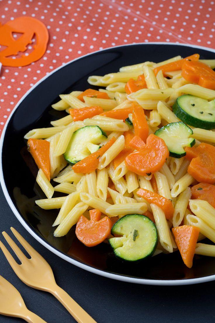 Pasta con le zucche: un primo piatto semplice e genuino. Perfetto per la cena di Halloween. [Halloween pasta with pumpkin, zucchini and carrots]