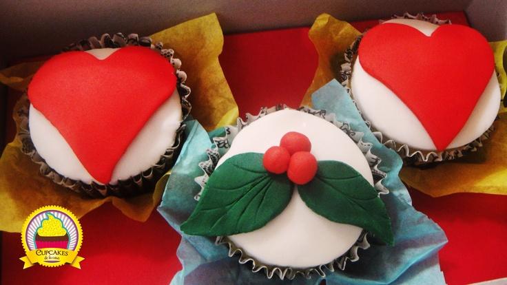 Un romántico detalle de navidad. Cupcakes de vainilla, decorados con fondant. by cupcakes de la casa