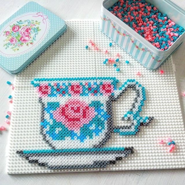 Tea cup hama perler beads by cuplovecake - Pattern: https://www.pinterest.com/pin/374291419009336462/