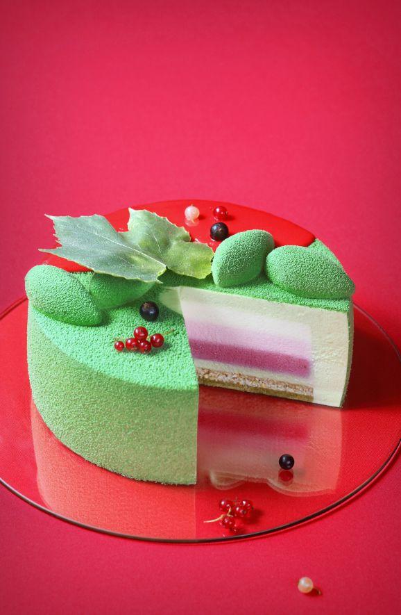 "White, Red, Black Currant & Matcha Entremet Cake. Wonderful combination!  Verdade de sabor: Торт ""Градиент"" / Torta Gradiente"