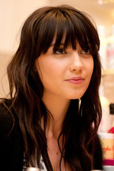 curly hair with fringe styles 25 best ideas about bangs on fringe 6624 | 2f8f07f4657dc98abb406b0d366ca7f5 bangs wavy hair brunette bangs