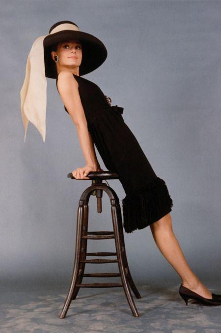 Sehen Sie Audrey Hepburns kultigsten Givenchy Look