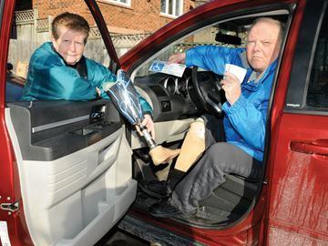 Amputee angered by note left on car in Barrie - Mike Dolby received a hurtful note on his car recently after parking in a disabled spot. The Barrie man had his leg amputated in 2010 and said just because he doesn't look disabled, doesn't mean people should judge him.