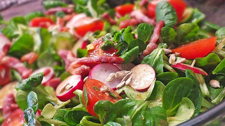 Gemischter Feldsalat mit Himbeeressig - Dressing, ein schmackhaftes Rezept aus der Kategorie Kalt. Bewertungen: 124. Durchschnitt: Ø 4,6.