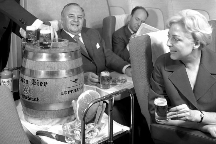 Das goldene Zeitalter des Luftverkehrs Fassbier und Zigarren über den Wolken