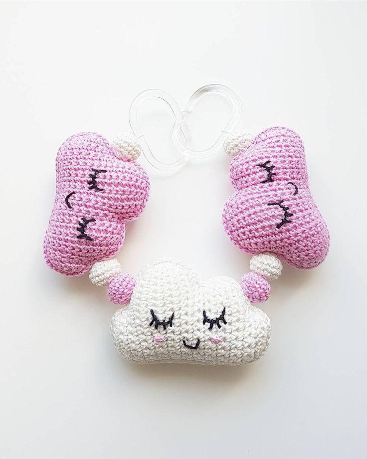 Molnmobil. ☁☁☁ . #virka #crochet #virkat #crocheting #bugaboo #crochetersofinstagram #bebis #molnmobil #gravidbf2017 #bf2017 #britax #gravidbf2018 #barnmobil #vagnhänge #hekle #hekling #hækle #regnbåge #brio #bebis2017 #bebis2018 #stokke #emmaljunga #barnvagnsmobil #vagnmobil #polarnopyret #panduro #pandurohobby #bf2018 #jollyroom