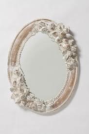 El espejo  12. Mi espejo está a la derecha de mi cómoda.