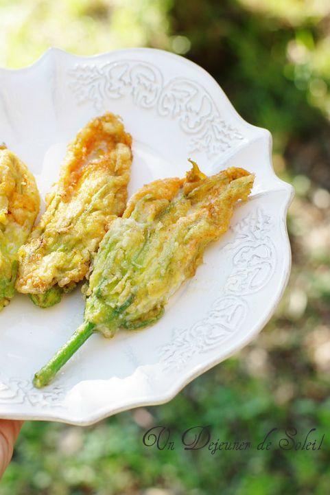 Fleurs de courgette farcies à la mozzarella (en beignet) comme à Rome - Stuffed zucchini flowers ©Edda Onorato